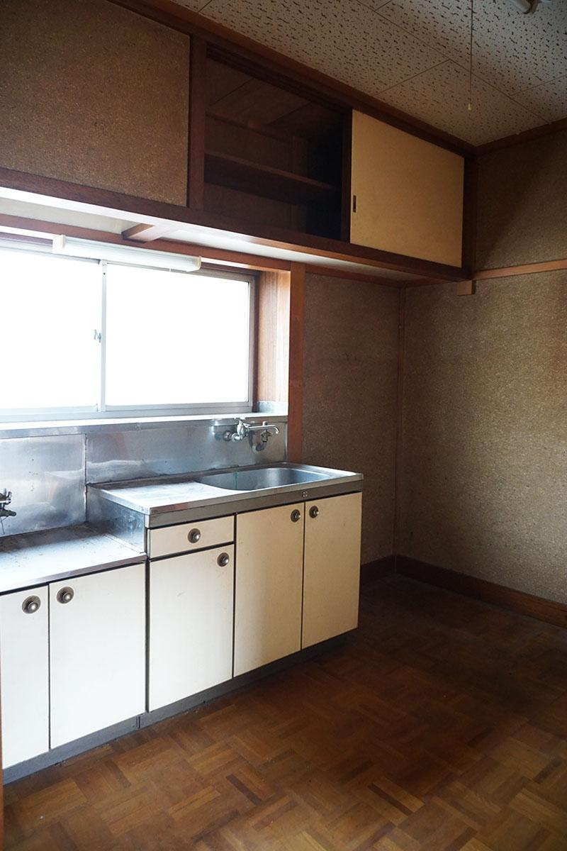 2階キッチンスペース:2階を学生に貸していた時の名残