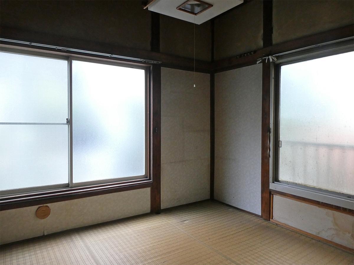 2階北側4畳和室。曇りガラスですが、光はたっぷり