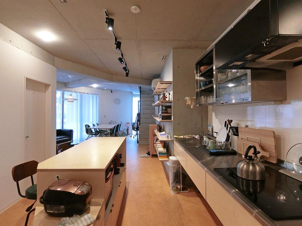 1階共用キッチン:炊飯器、レンジ等があります