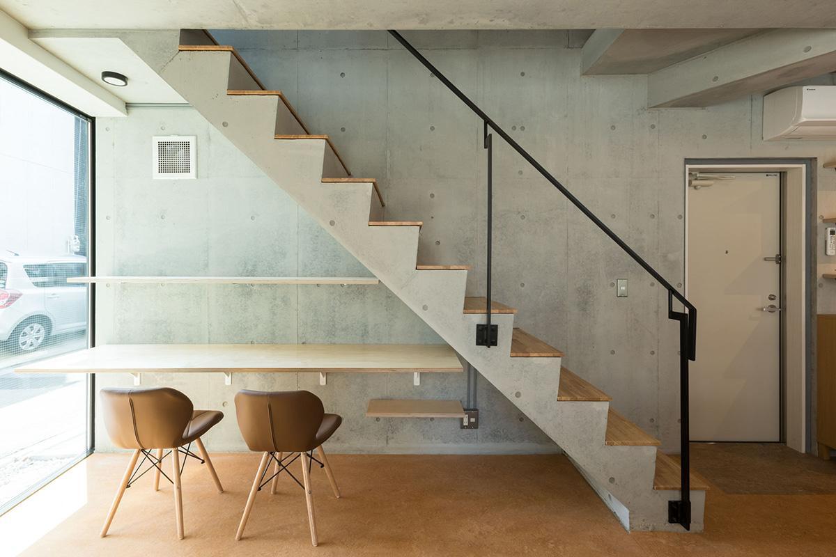 1階ワークスペース:リビングでも働く環境が整っているのはうれしいポイント。3階にもあります