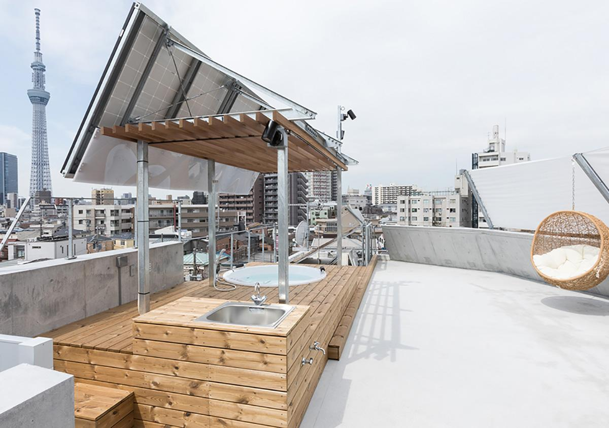 屋上テラスにはジャグジー付き。ハンモックに揺られらがら眺望を楽しめます