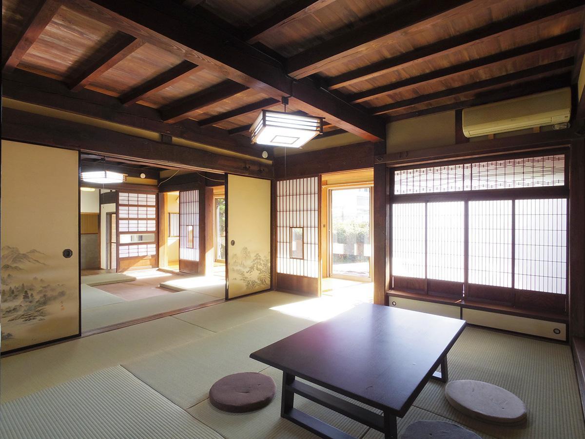 南側の和室。縁側から障子越しに柔らかい光が差し込む