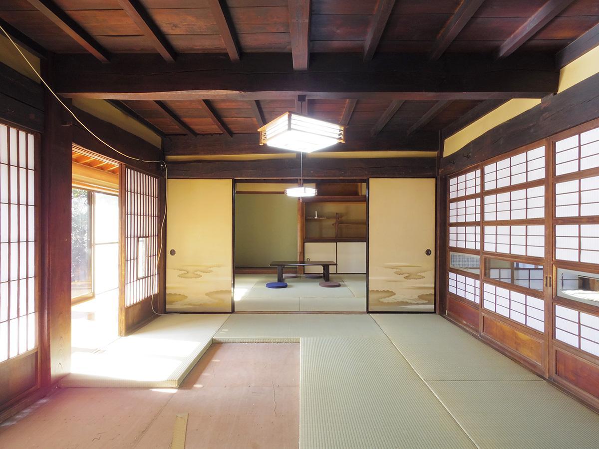 南側の和室。縁側から障子越しに柔らかい光が差し込む ※一部の畳を交換中