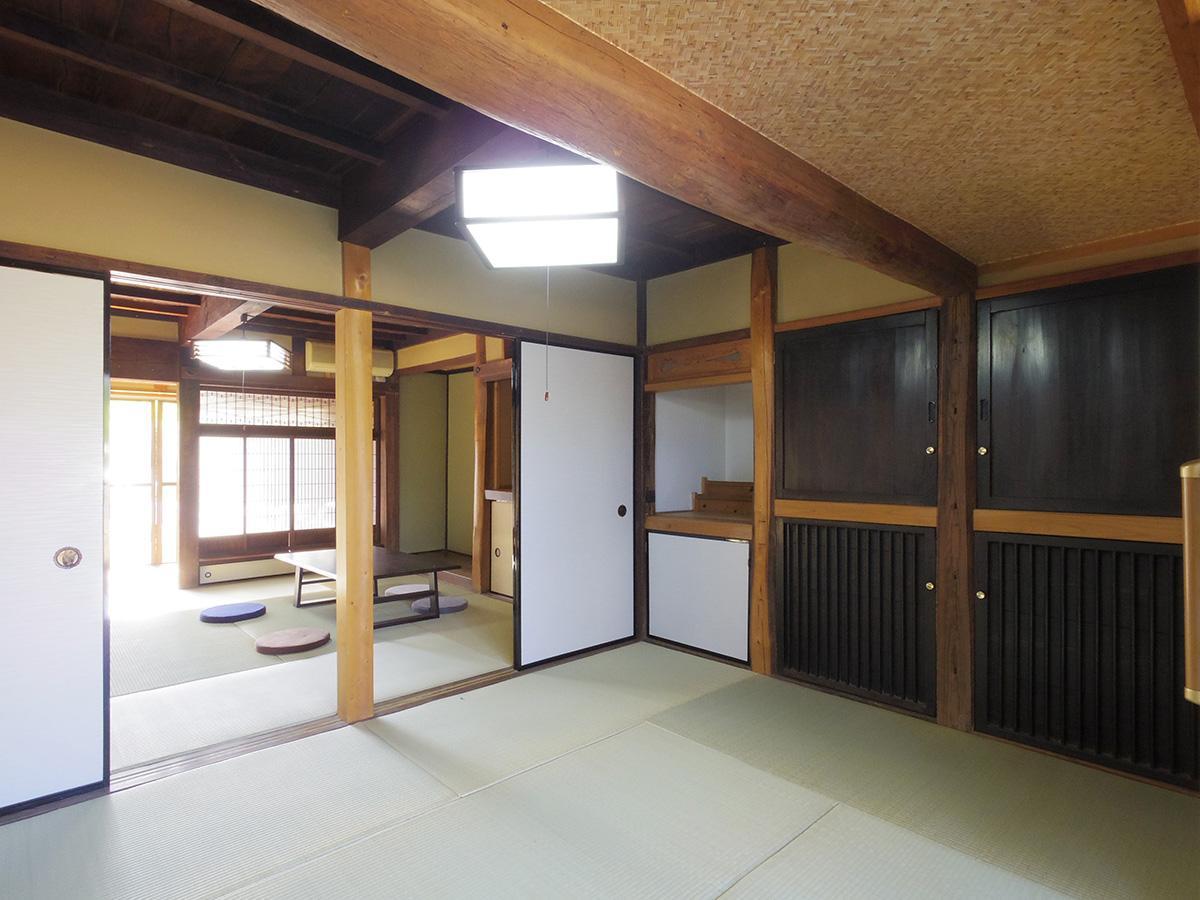 北側の和室。手前が増築された部分