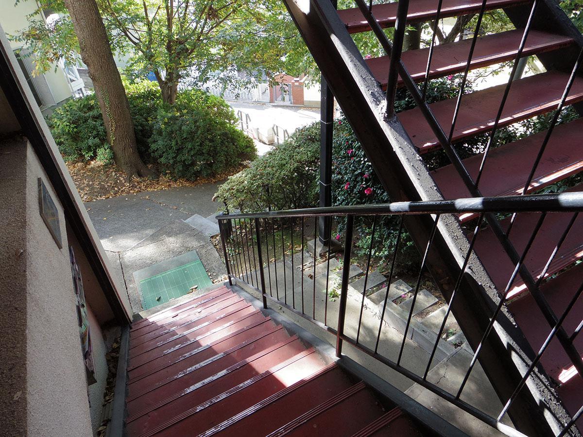 今回の募集区画は1階ですが、この階段を上ったところに玄関があります