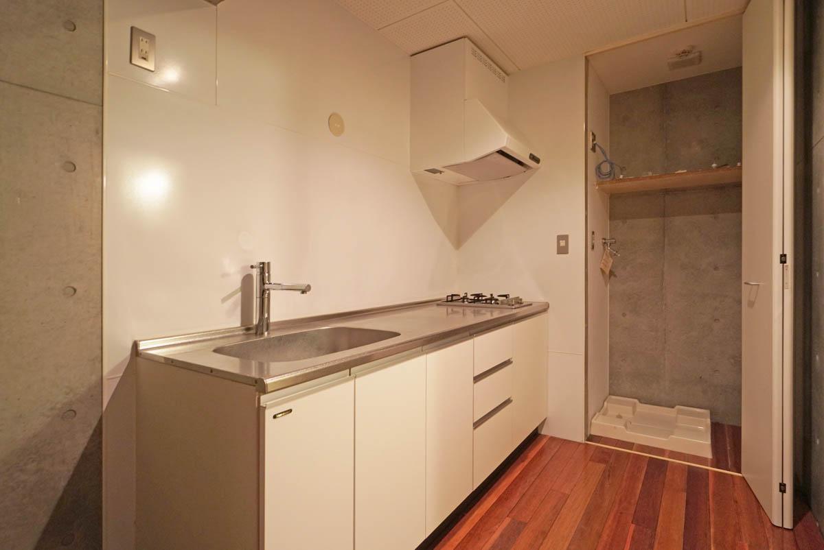 ガス2口ですが調理台はかなり広々としたキッチン
