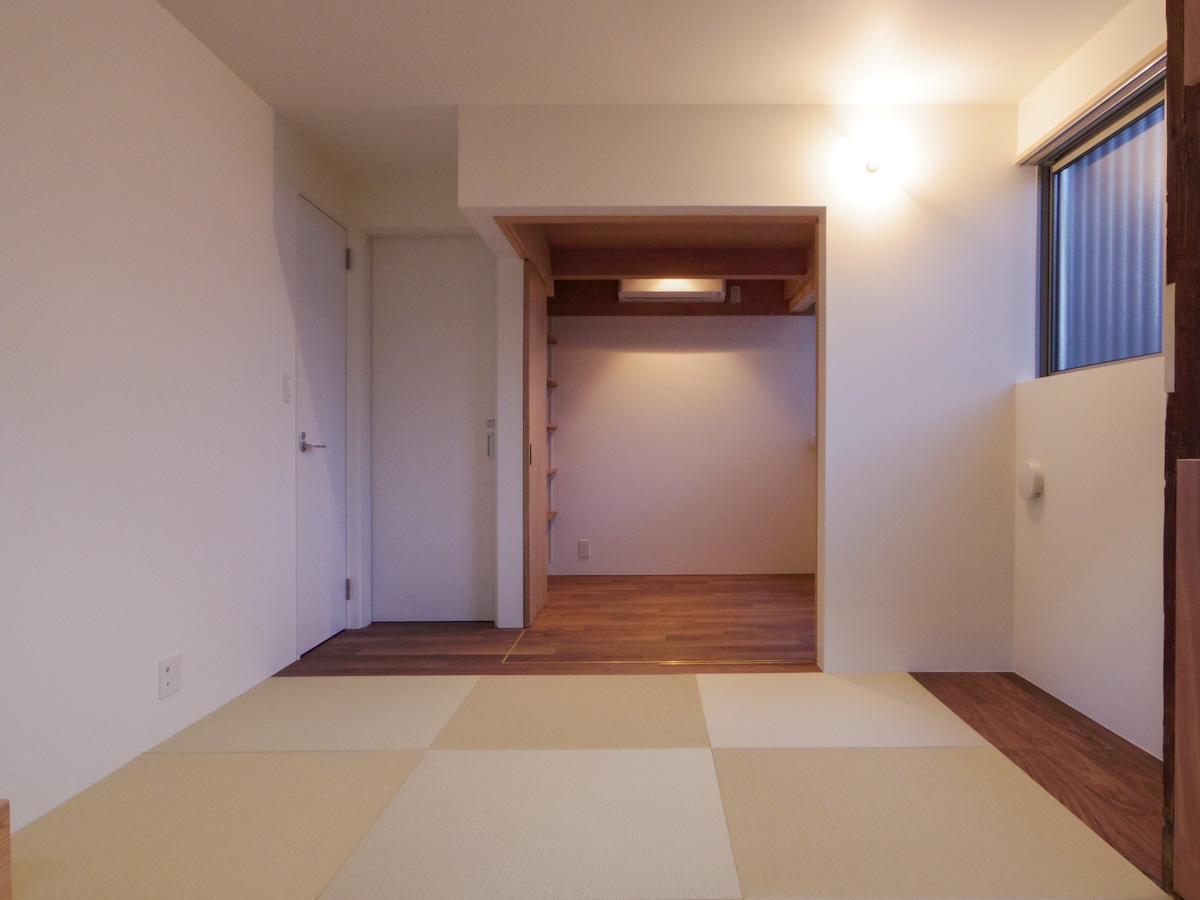 1階:土間側から見た室内