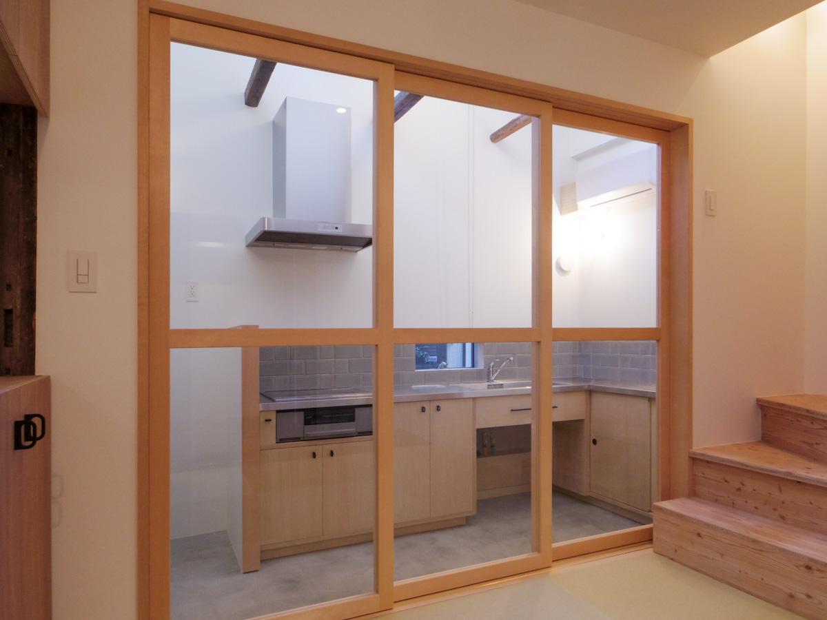土間側にも間仕切りがあり、冷暖房の効率もしっかりと確保