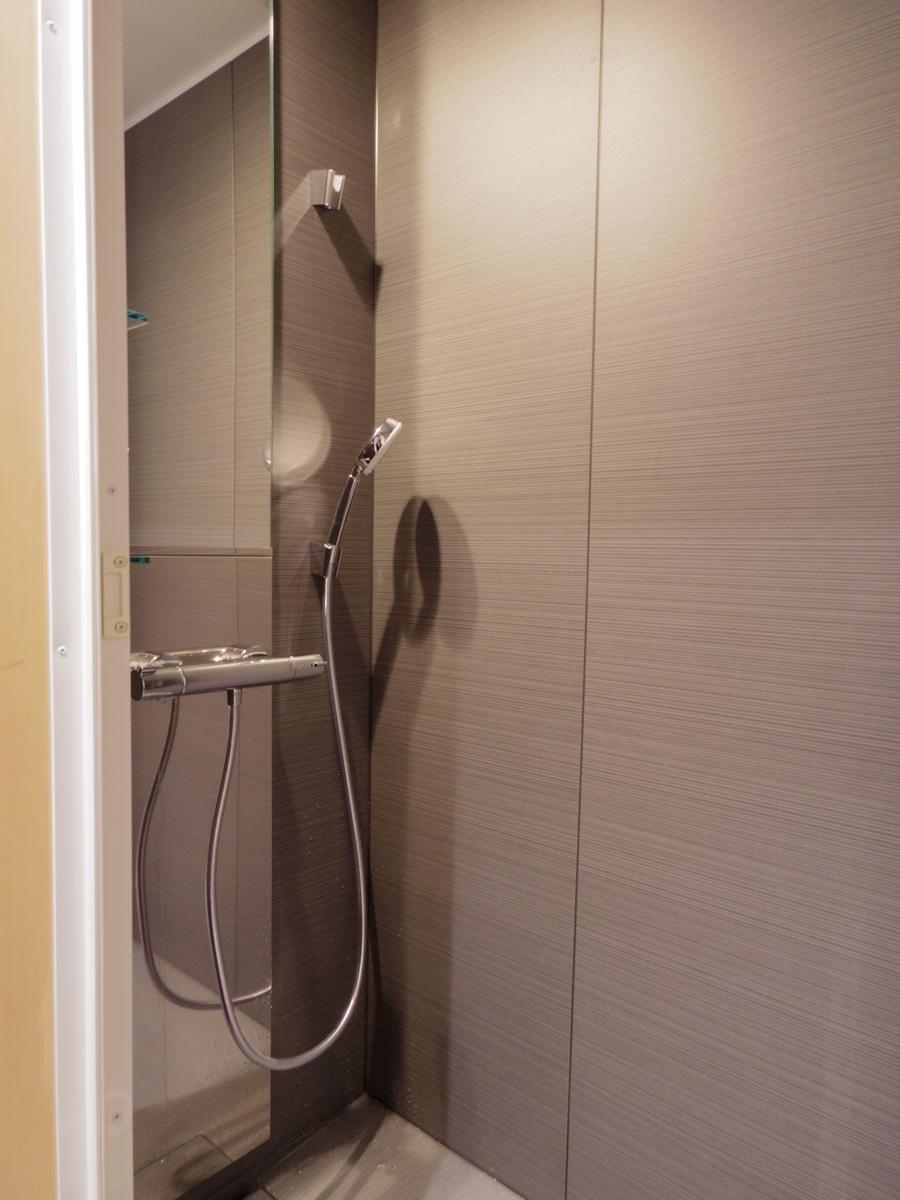 浴槽はなくシャワーのみ