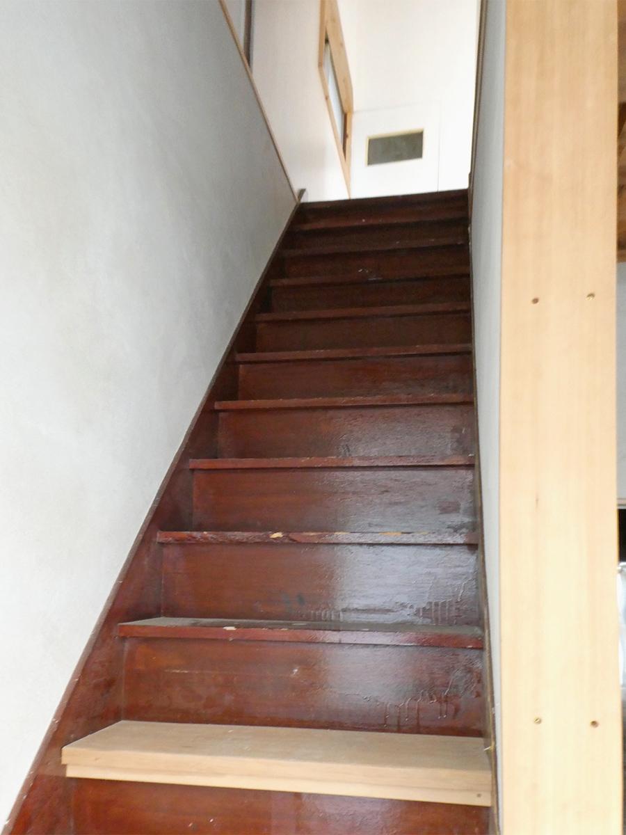 階段はけっこう急