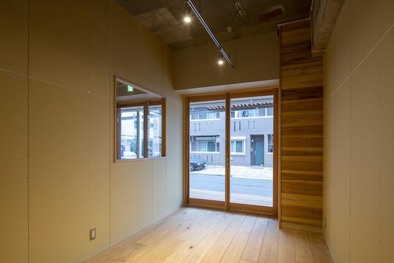 小さなカフェや物販の店舗に良さそうな空間です(テナントA)