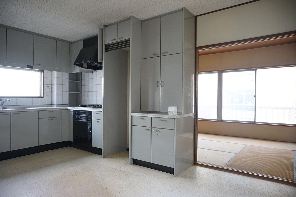 2階:手前には新しめのキッチン