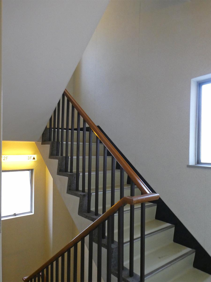 階段もカッコイイ