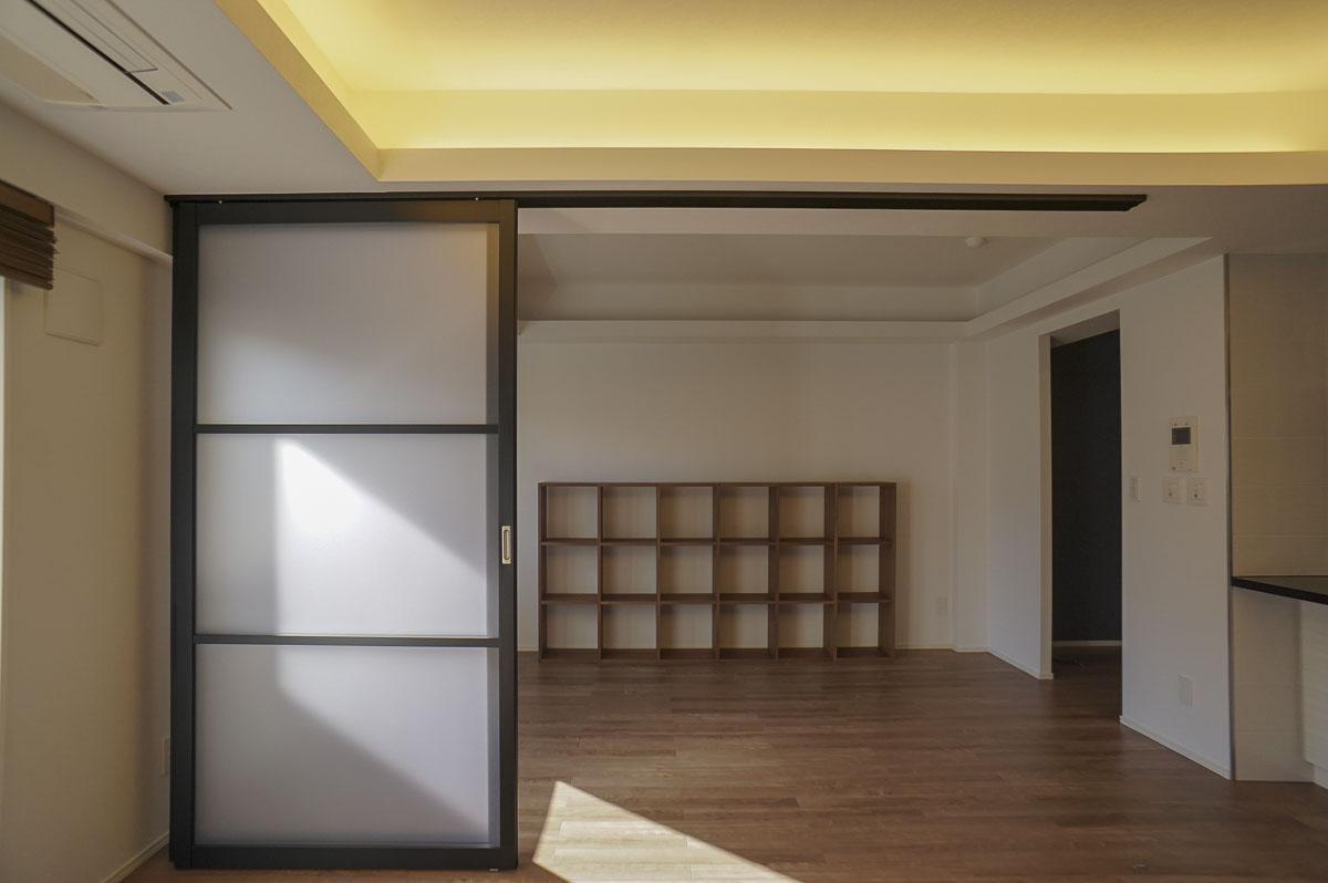 可動式の引き戸:普段は開け放しておくと広々使える
