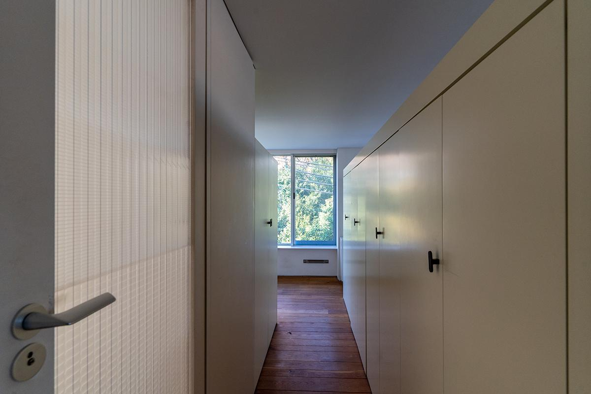 3階の17畳の寝室の真ん中にあるクローゼットの上部は空いており圧迫感がありません
