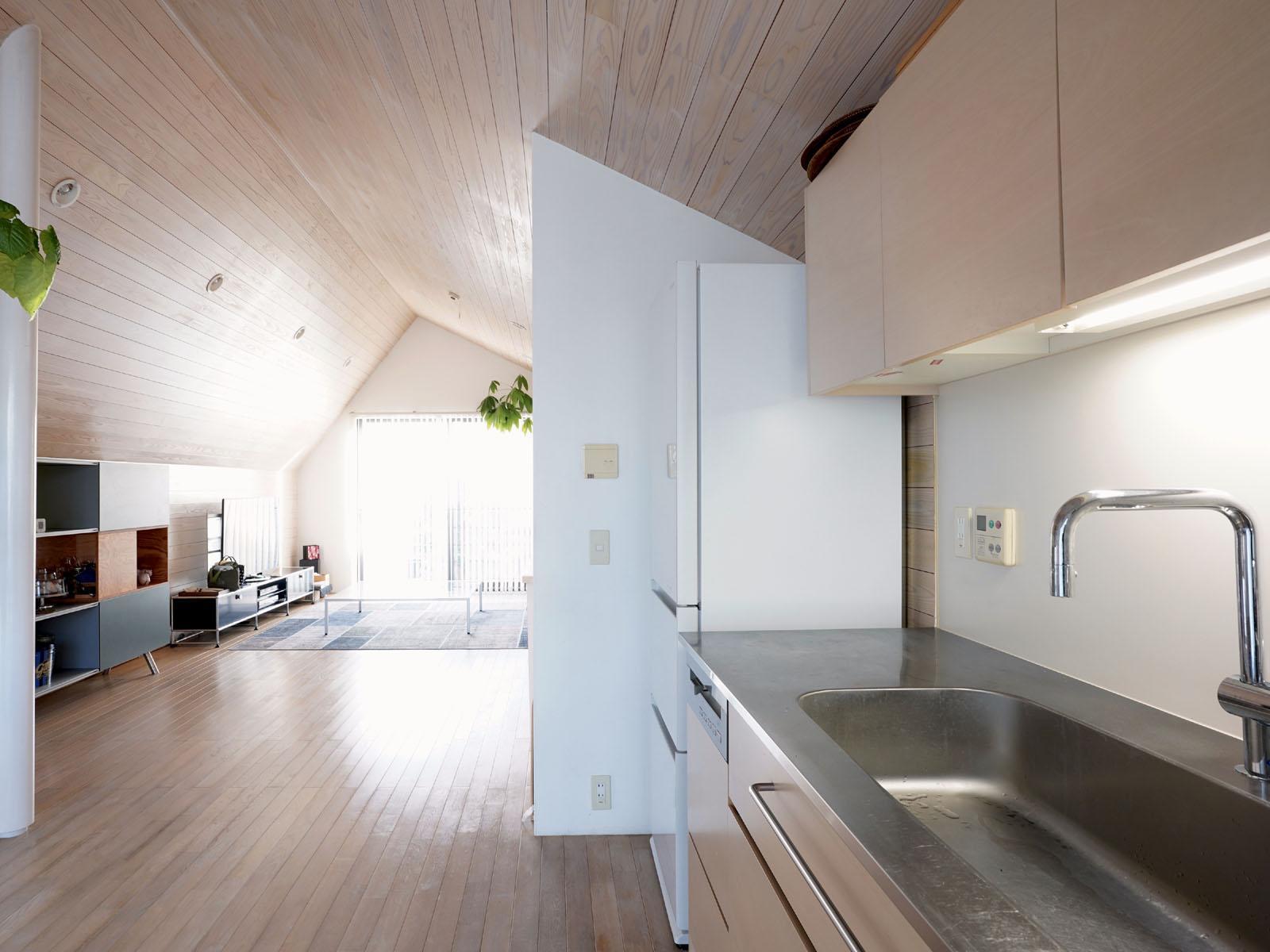 3階:キッチンから引いて見る、遮るものない開放感