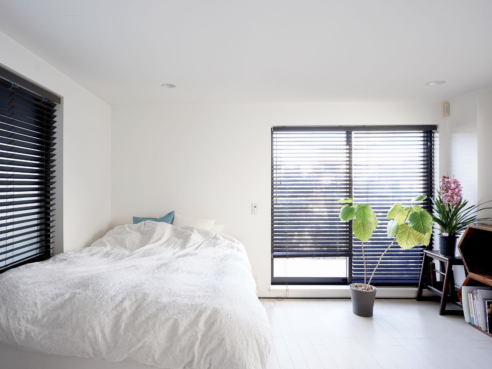 2階:清々しい朝がイメージできる真っ白な空間
