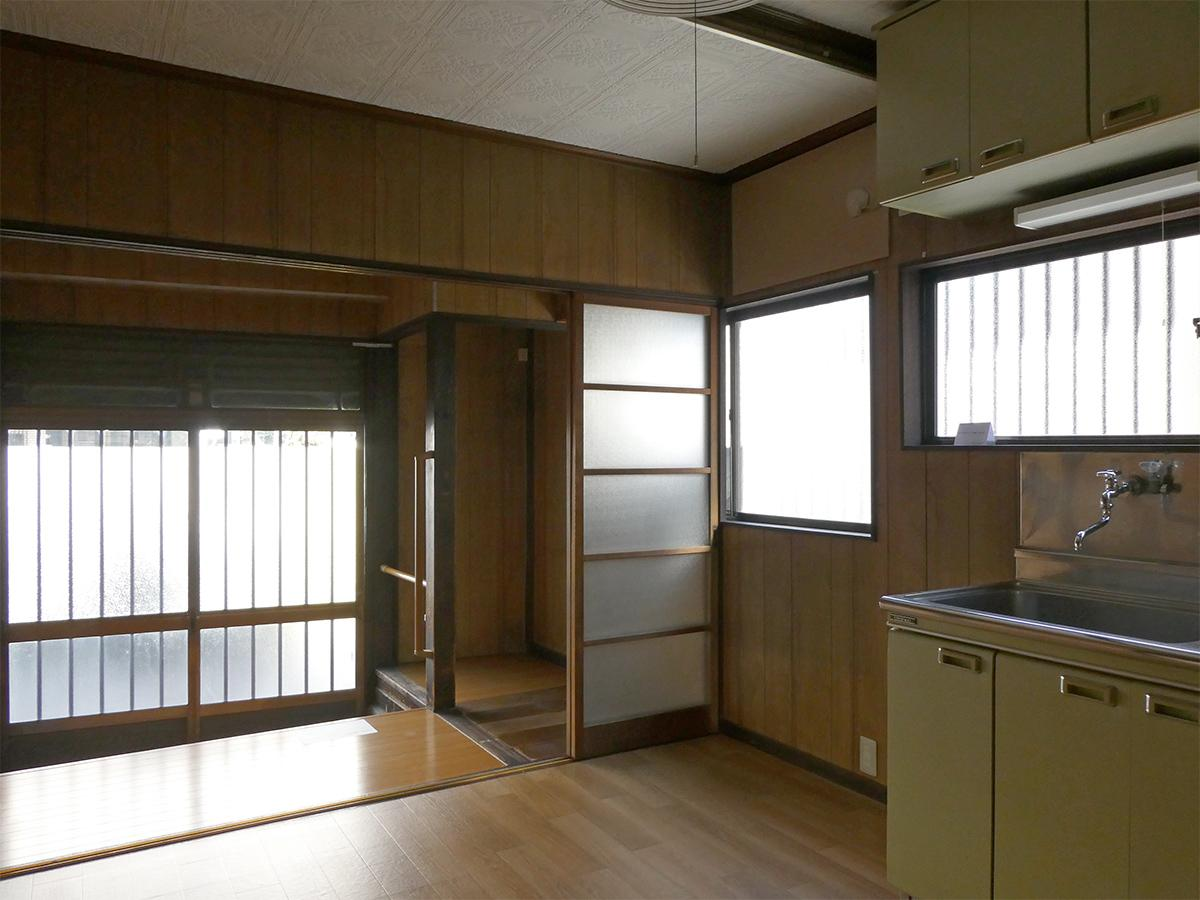 1階:住居スペース。玄関は結構段差があります。横には自転車などを置いても