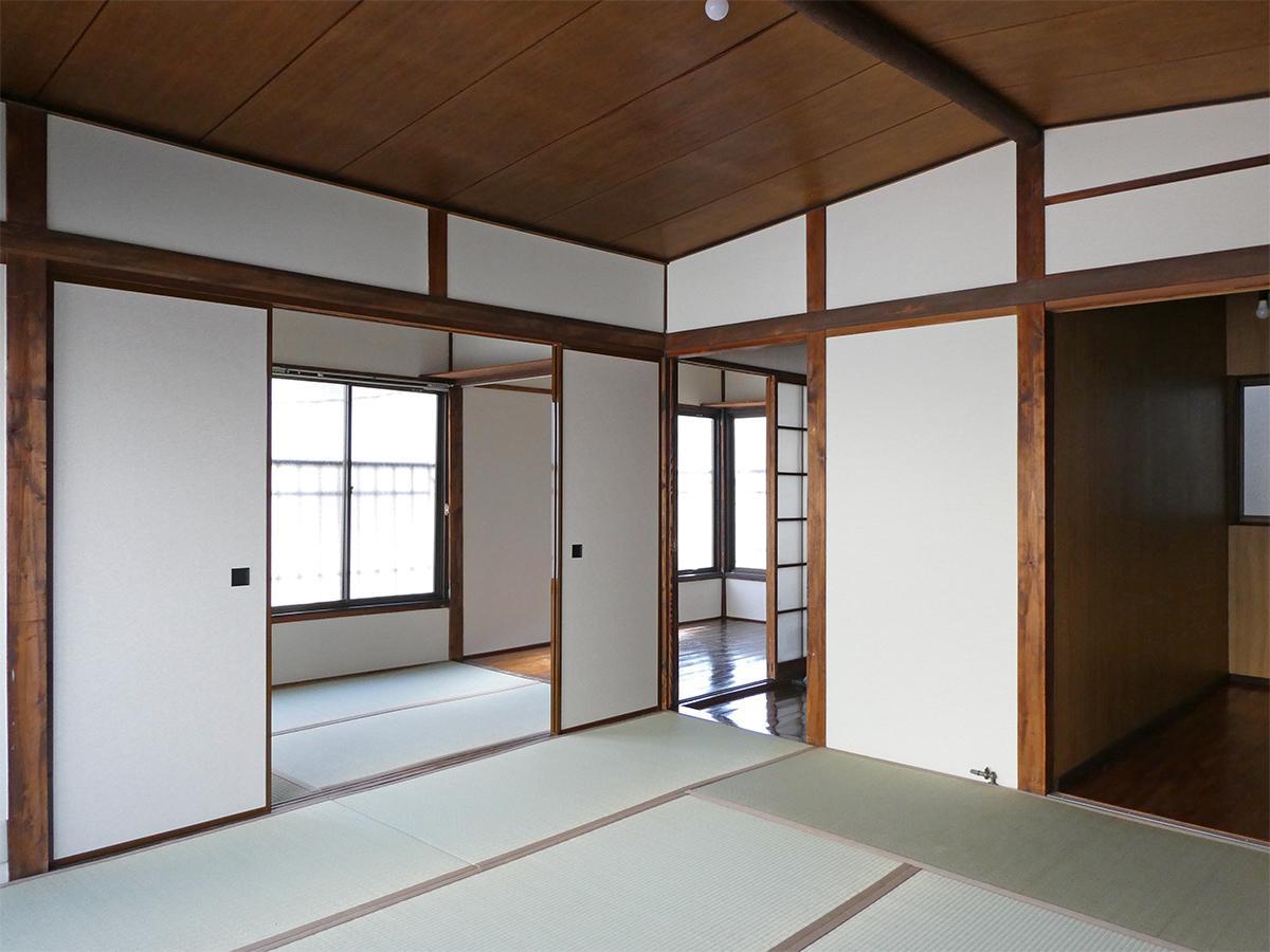 2階:8畳+3畳の和室と、3畳の洋室。写真右手奥はクローゼット