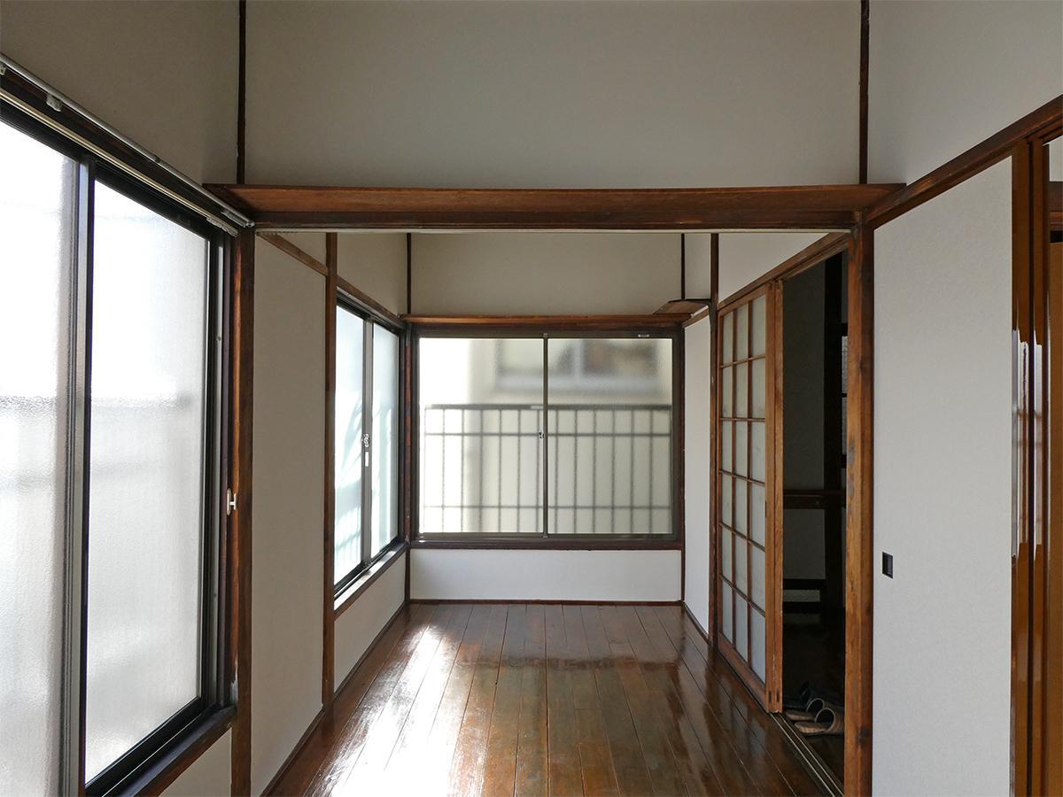2階:3畳の洋室。光が入り気持ちが良い。フローリングも味があっていい