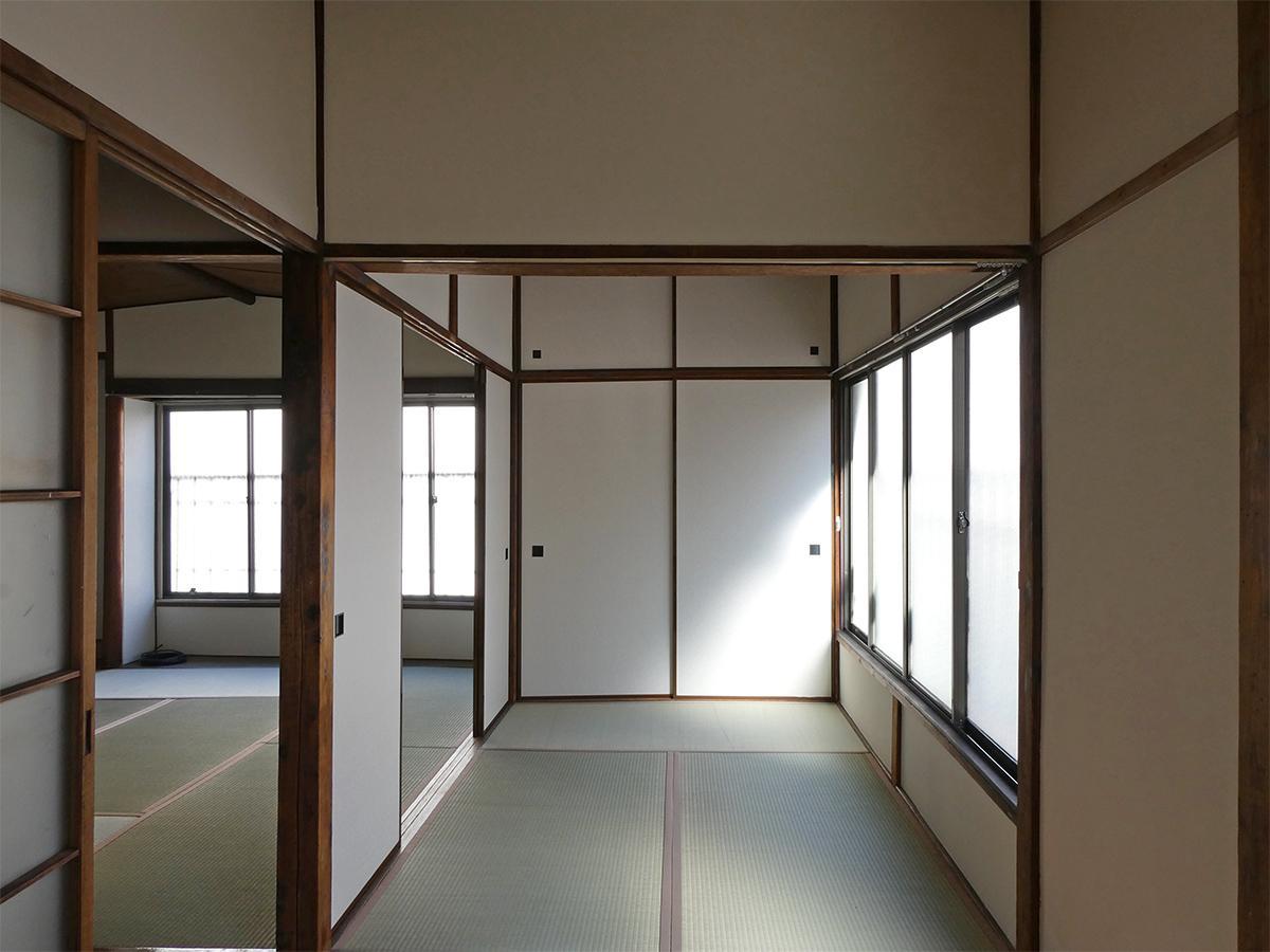 2階:3畳の和室。奥に押入れあり