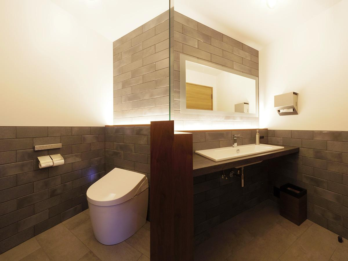 ホテルライクなトイレ、洗面もすてき