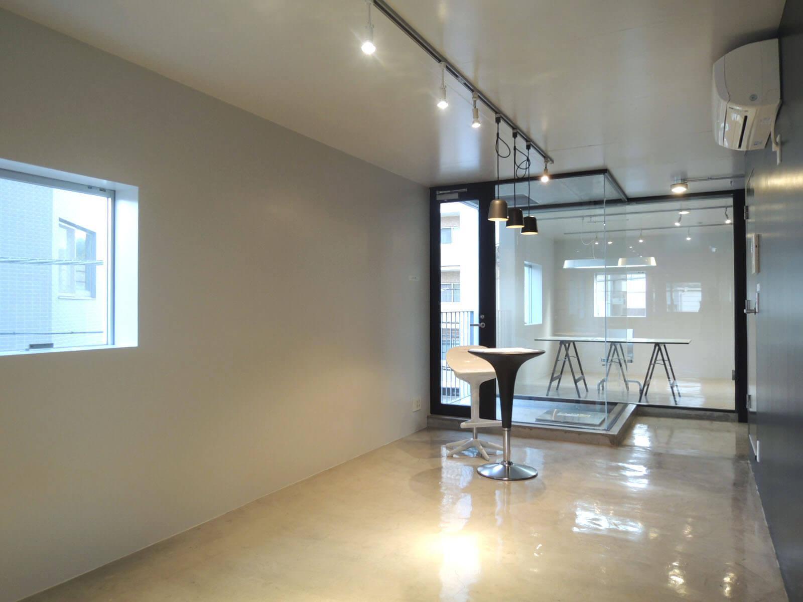 壁に凹凸がないおかげで、家具のレイアウトは自由自在