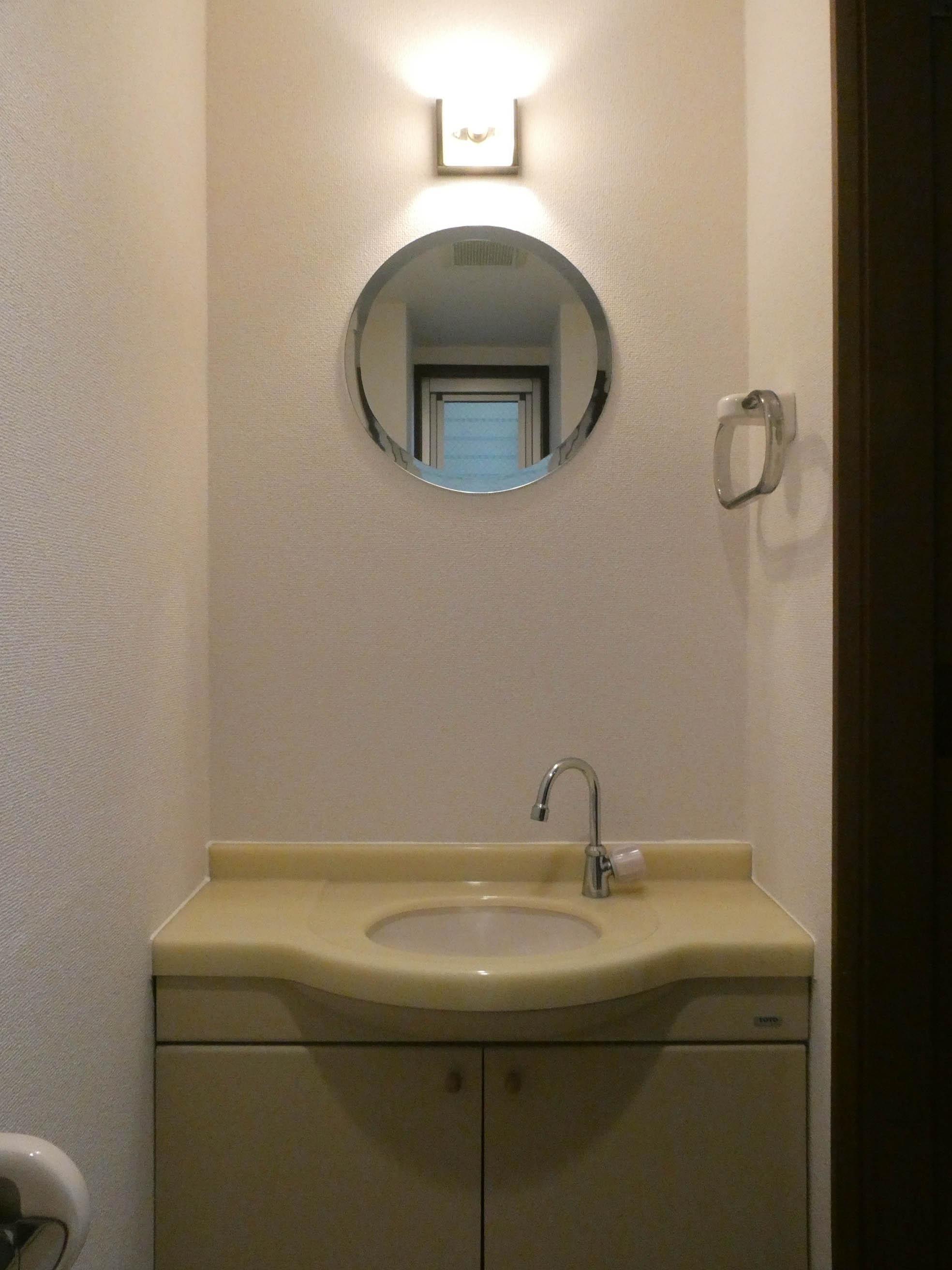 トイレ内に洗面台があります