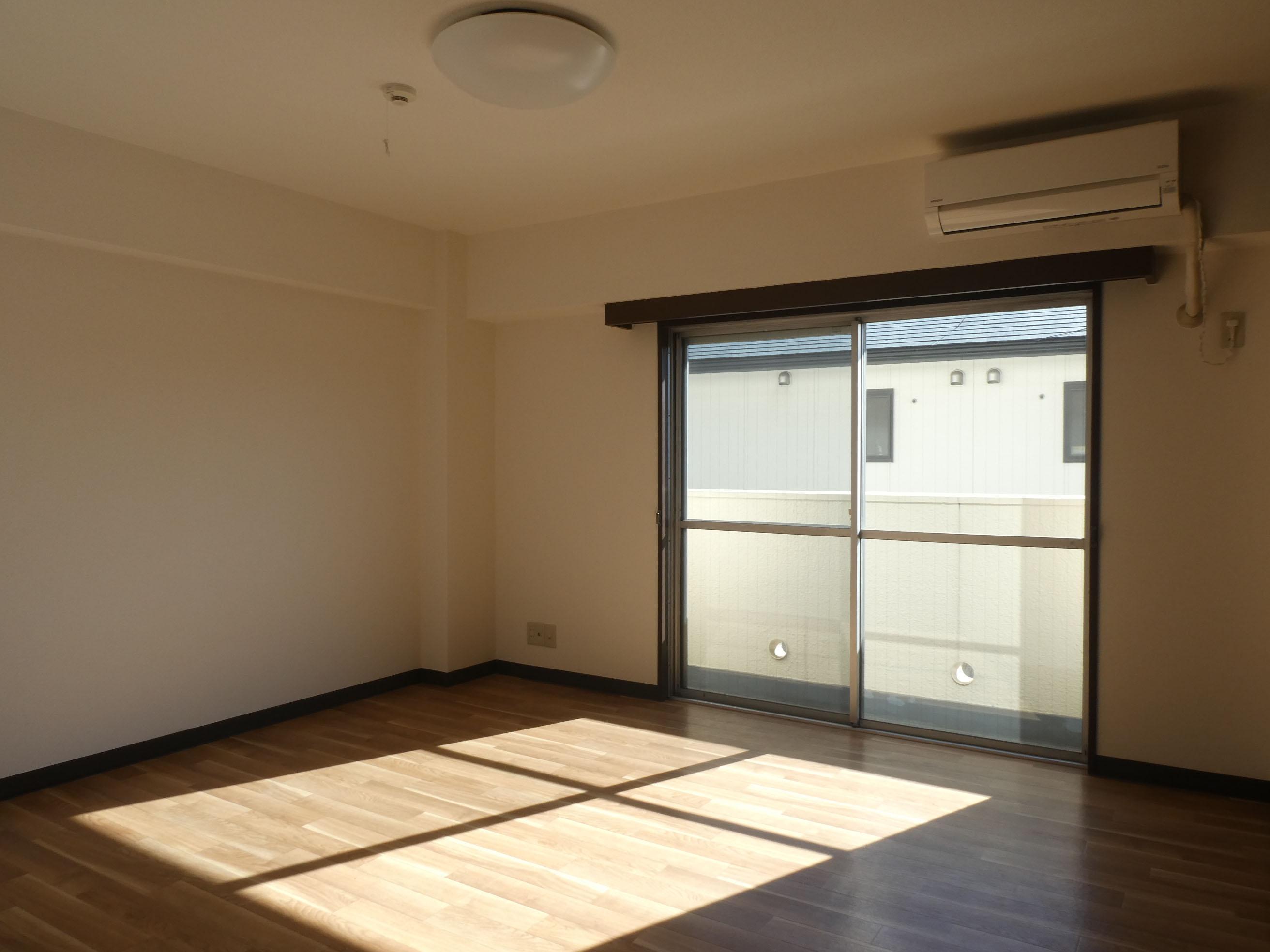 2階:8畳の洋室