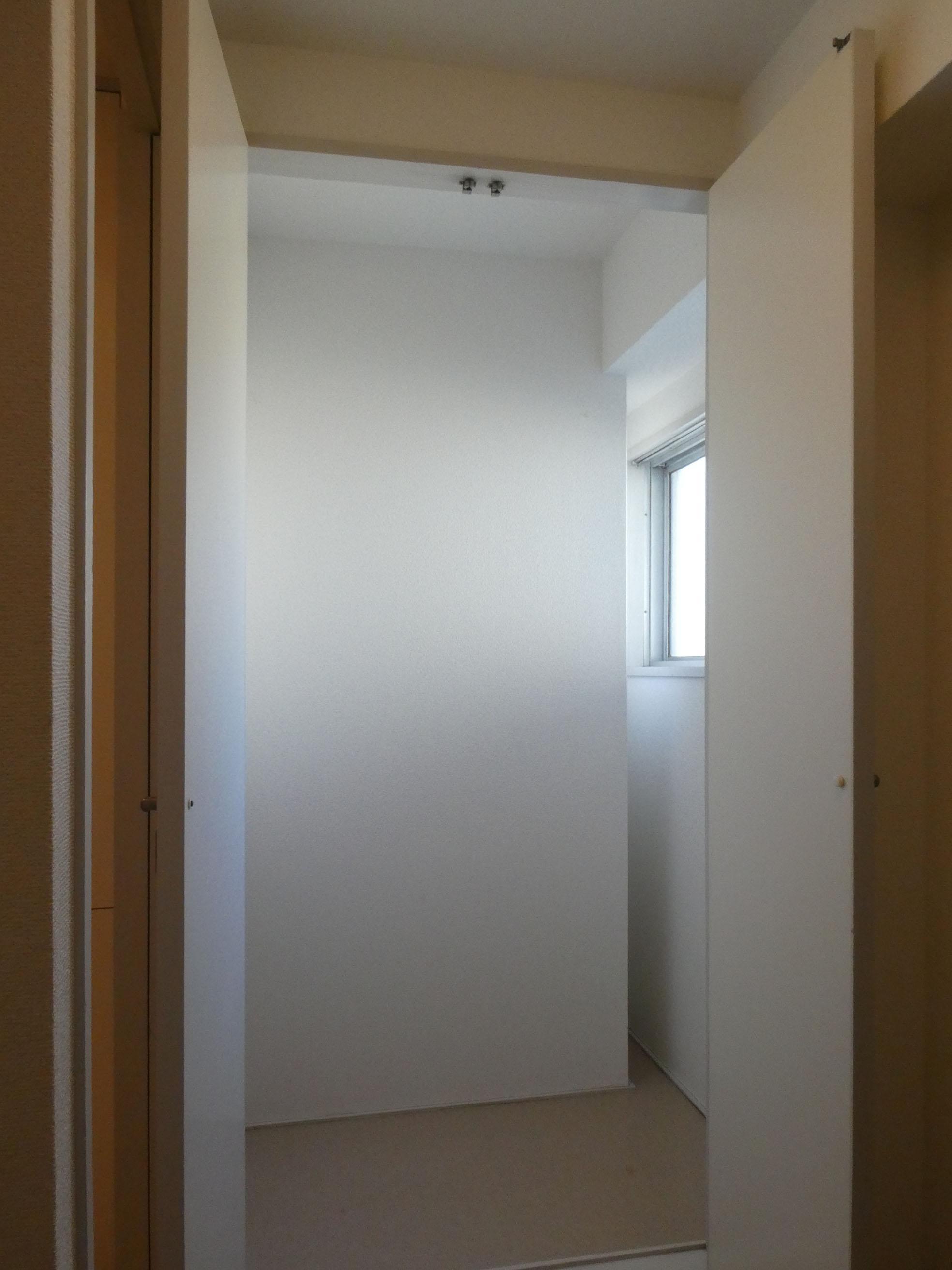 2階:洗濯置き場近くの収納