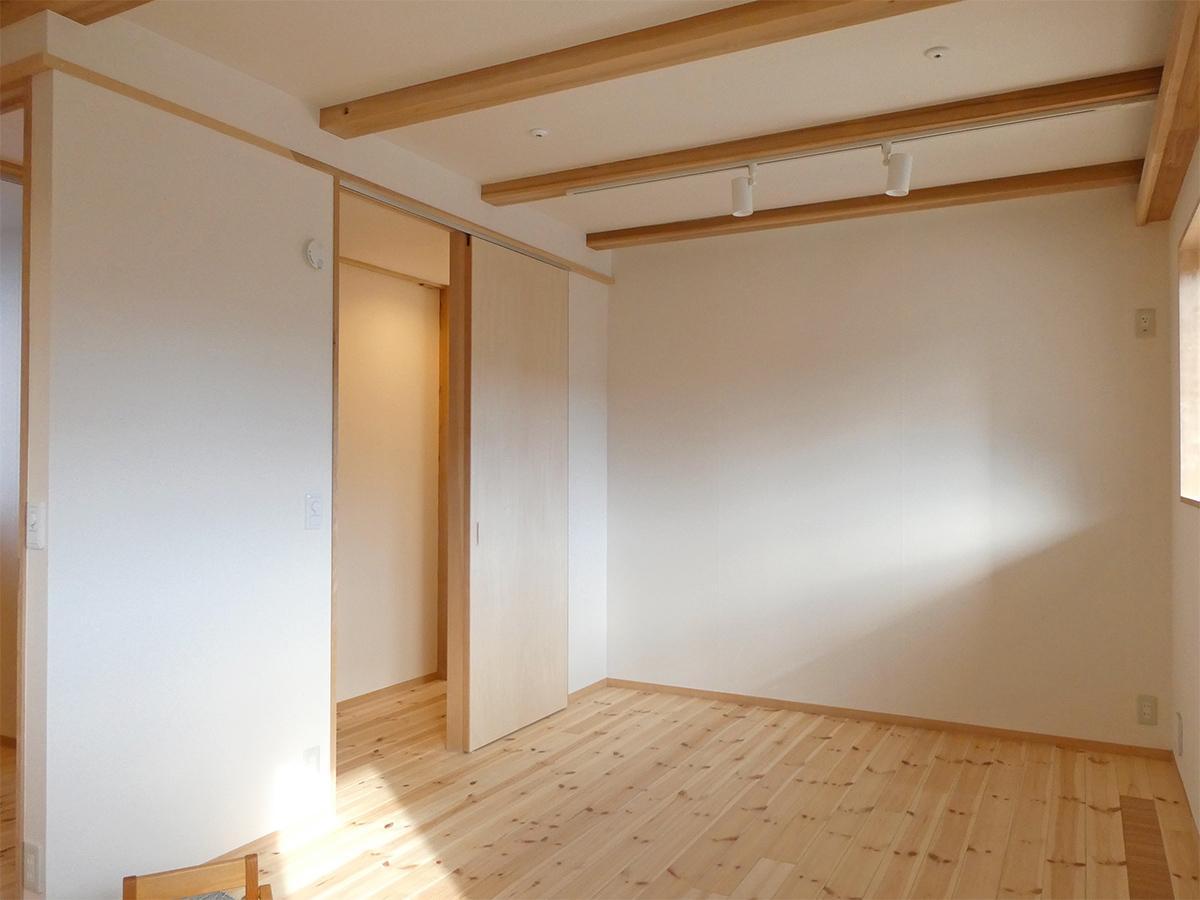 1階:9畳の洋室。扉が2カ所あるので将来2部屋にもできる