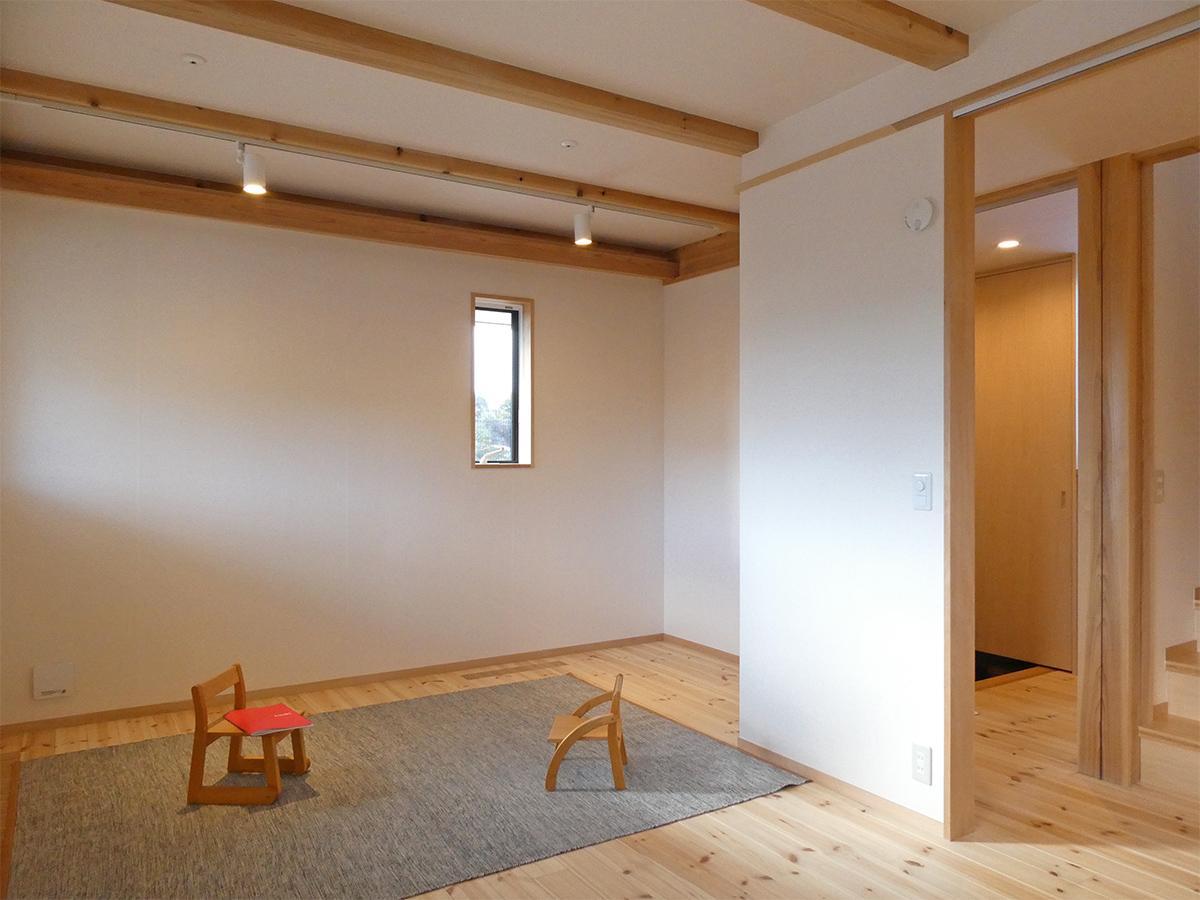 1階:9畳洋室を東側より