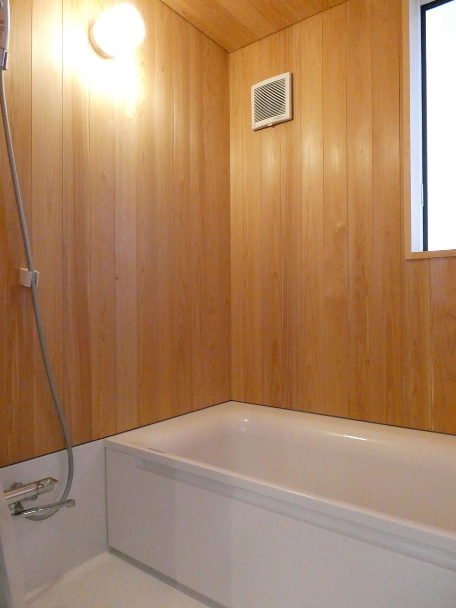 1階:お風呂。桜の材を使っている。木のいい香りがしそう