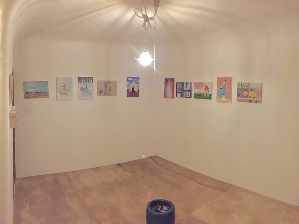 1号室:木の床に、柔らかいイメージの白いかべ※絵はつきません