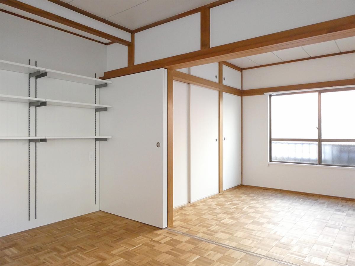 西側の壁は、収納。二つの部屋は、引き戸で仕切れます