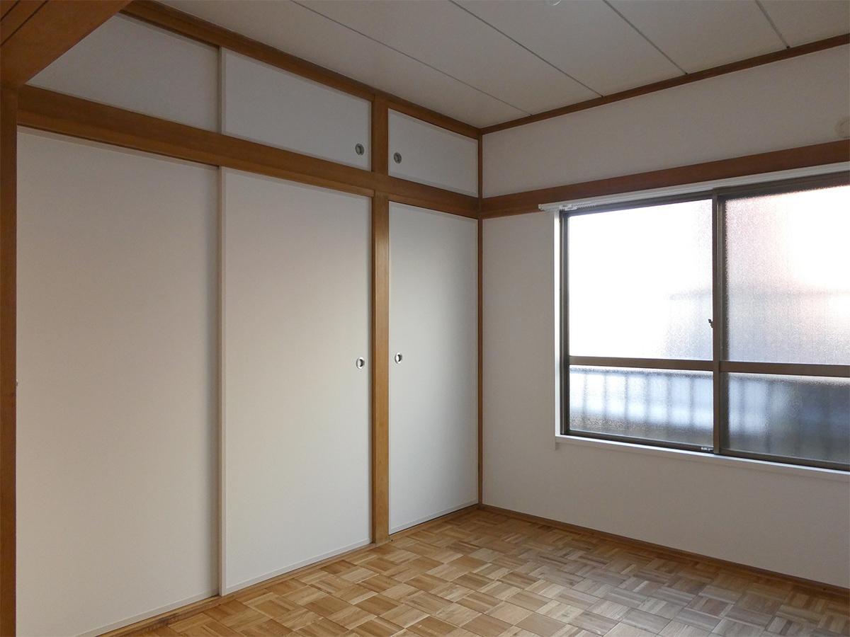 北側の洋室(4.5畳)ベッドルームに。収納は押し入れ約1.5間分