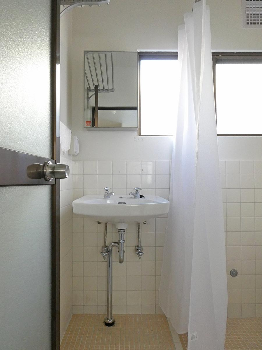 洗面。新しく取り付けられました。左にはコンセントもあります