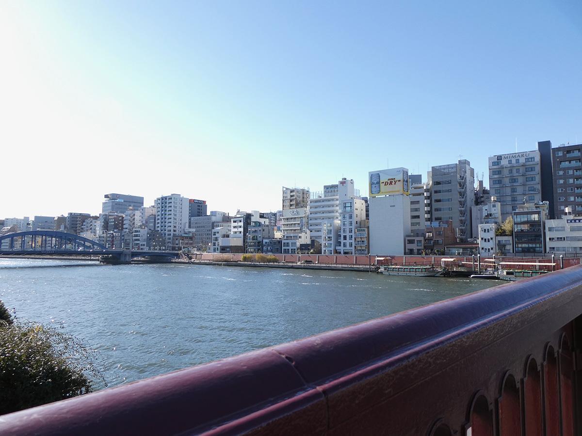 浅草駅からは、吾妻橋をわたります。好きな景色