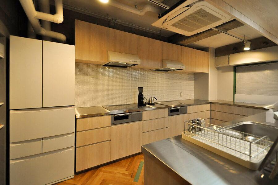 キッチンはコンロと流しが2つずつあります