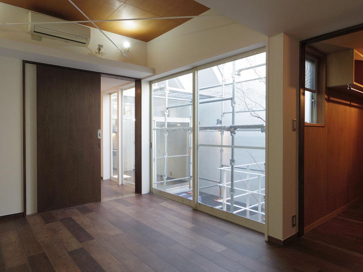 2階北側の寝室。テラスから光をしっかりと取り込む
