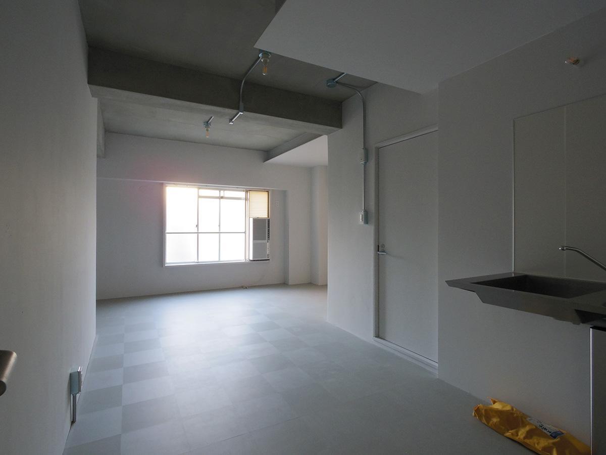 収納棚やクローゼットがないため入居者側で用意が必要(203)