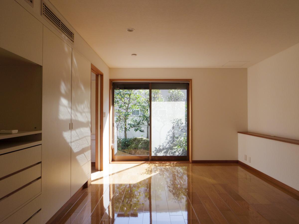 1階の約10.5畳の洋室。書斎やアトリエスペースに良さそう