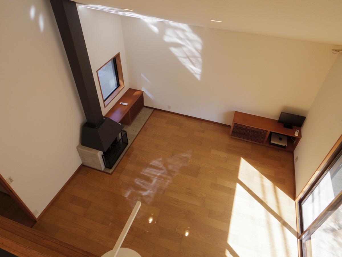 2階の約8.5畳の洋室から見たリビング