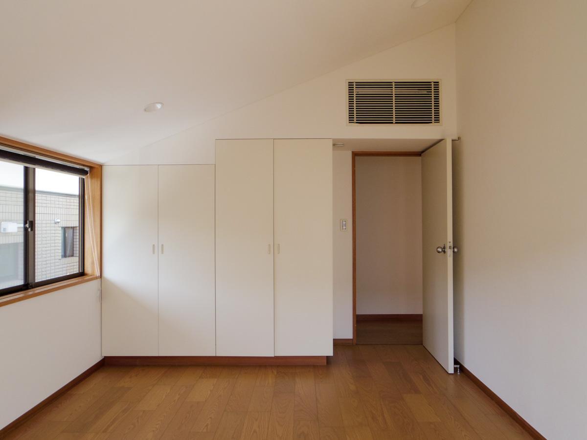 2階の約8.5畳の洋室