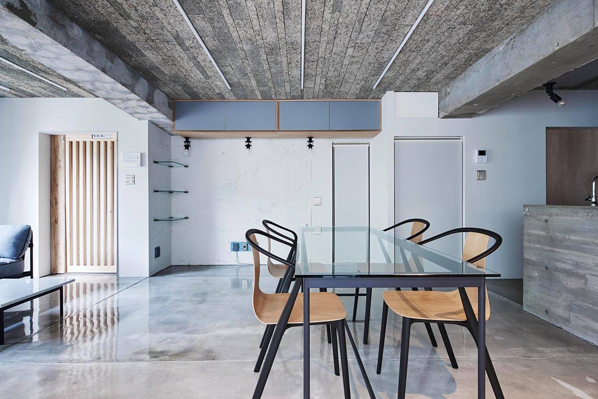 天井には木毛セメント板