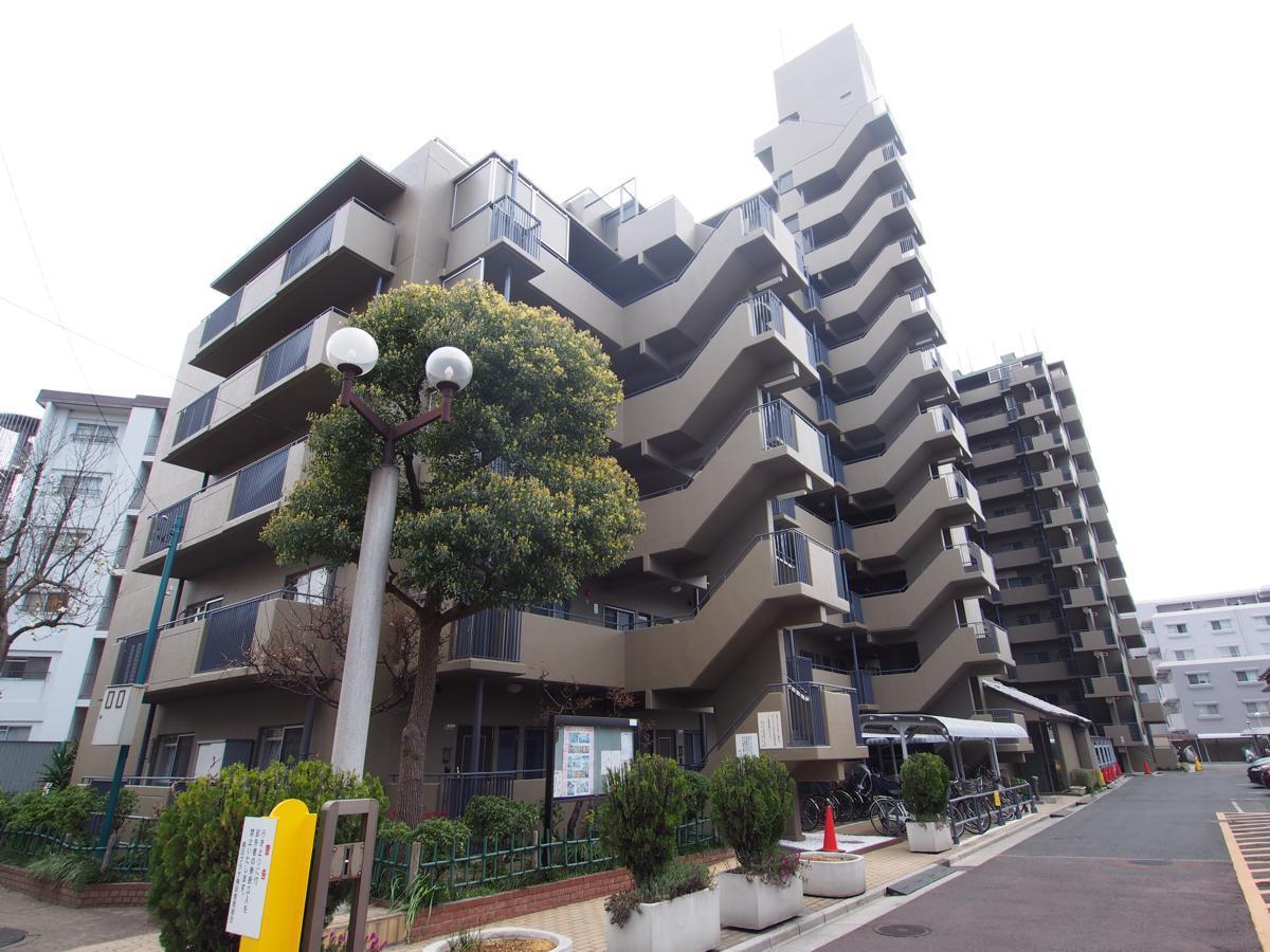 外観。世帯数は103戸と大きめな規模のマンション