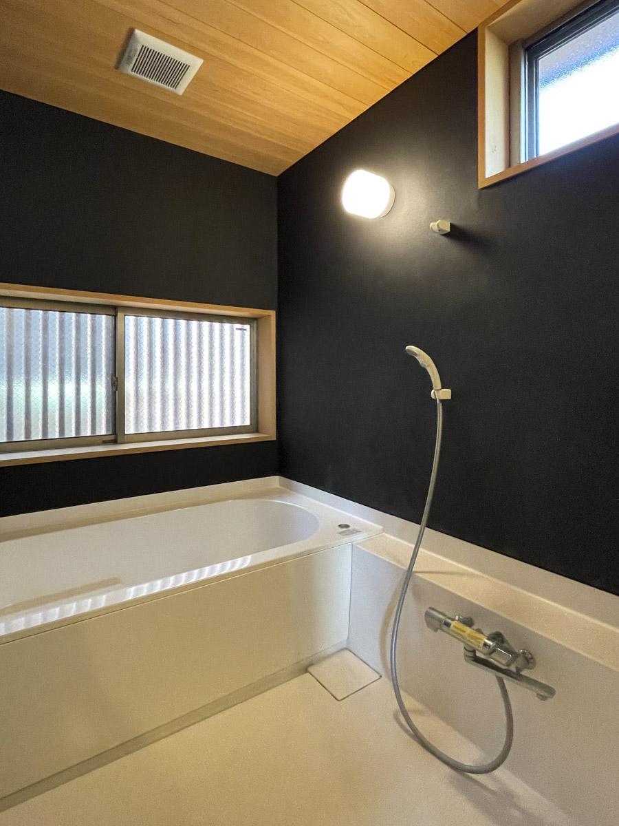 塗装で仕上げた浴室はお手入れも簡単