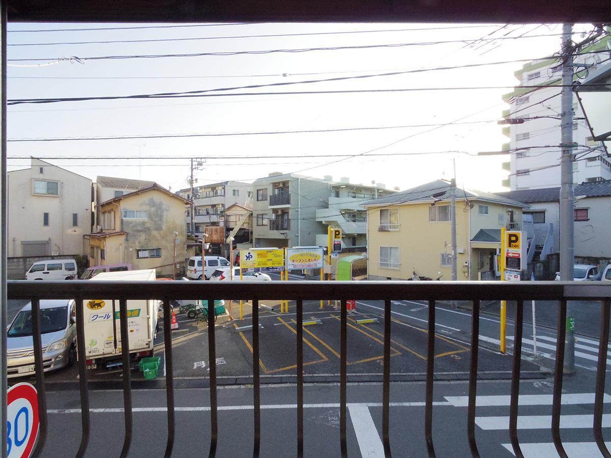 2階ダイニングからの眺め。前が駐車場で抜け感あり