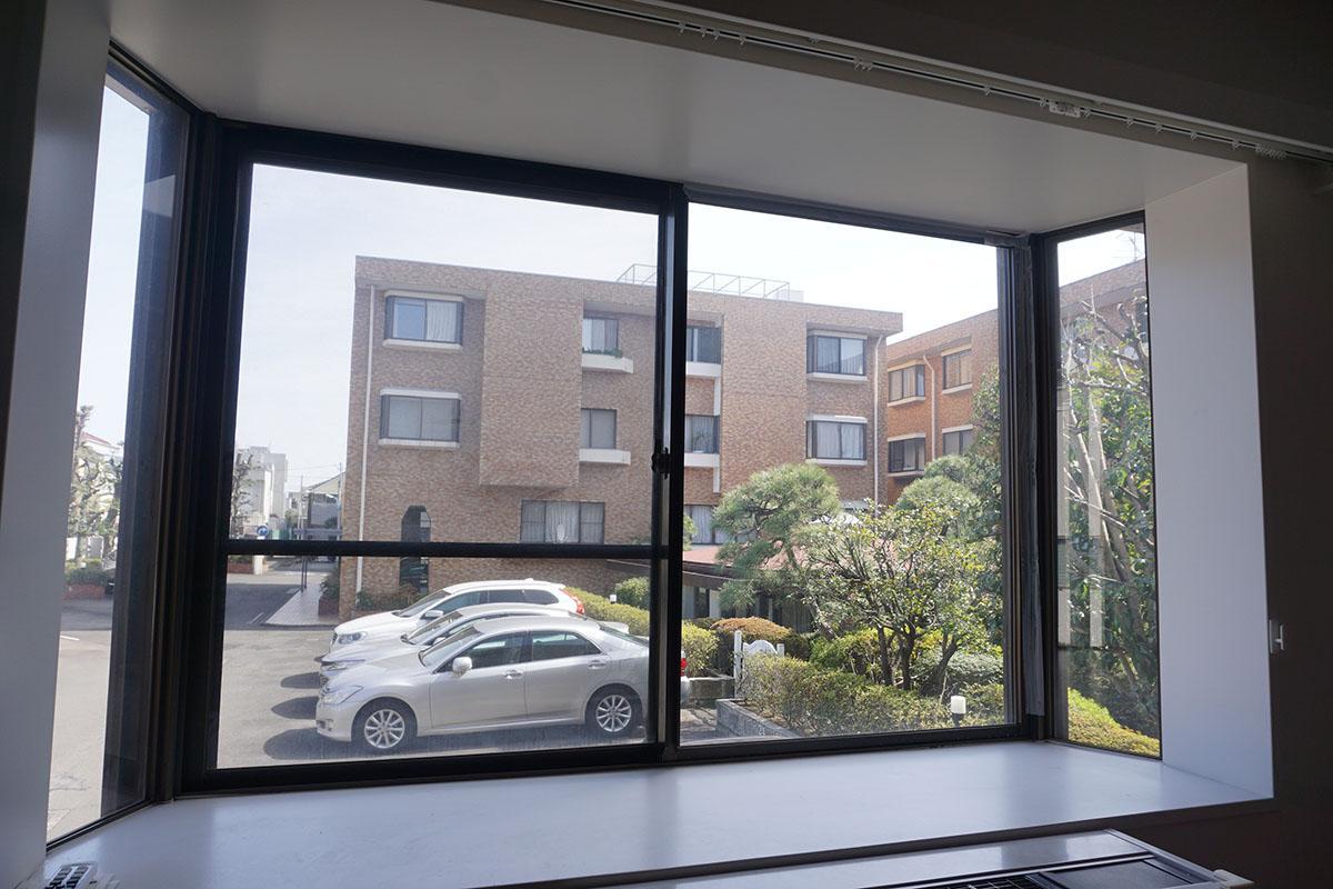 寝室からの眺め。所在は1階ですが1.5階程度の高さに位置する
