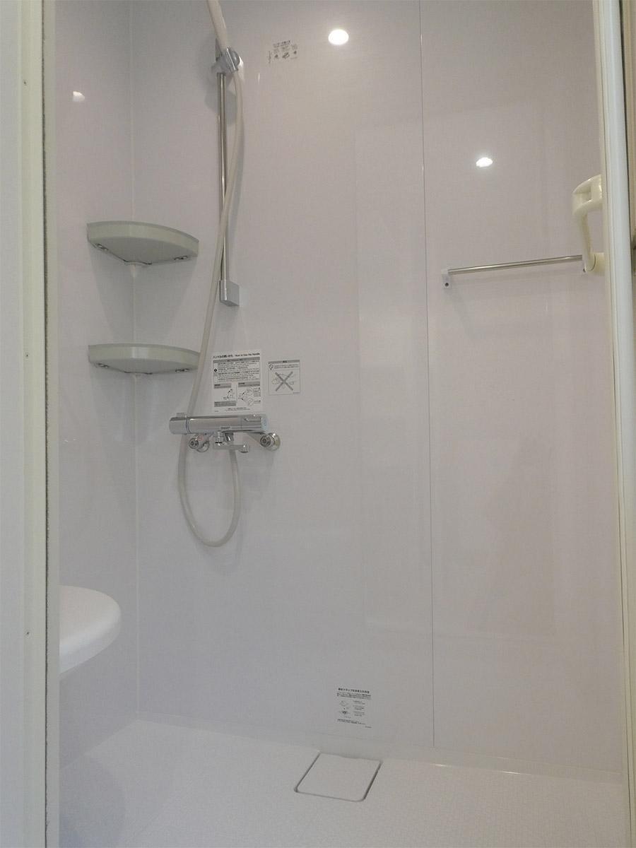 浴室はシャワーのみ